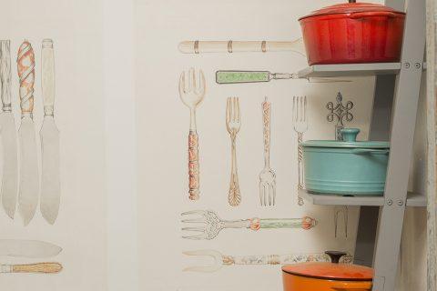 En esta cocina se destaca el exclusivo papel mural importado de Francia.